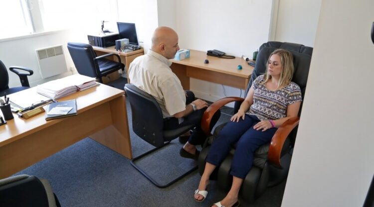 Une séance d'hypnose pour stopper la dépendance au tabac
